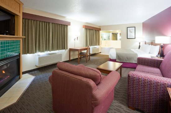 AmericInn Hotel & Suites Duluth South — Black Woods Convention Center: Americ Inn Duluth South Whirlpool Fireplace Suite