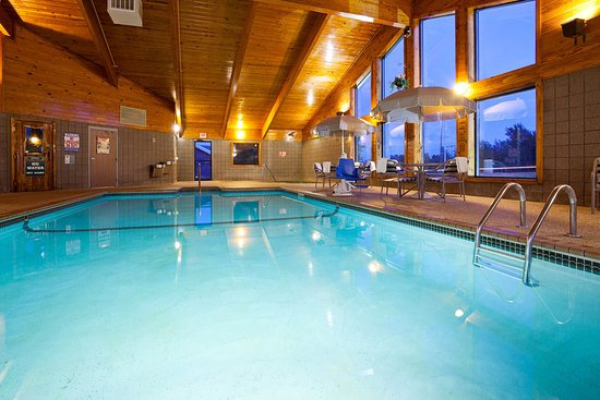 AmericInn Hotel & Suites Duluth South — Black Woods Convention Center: Americ Inn Duluth South Pool