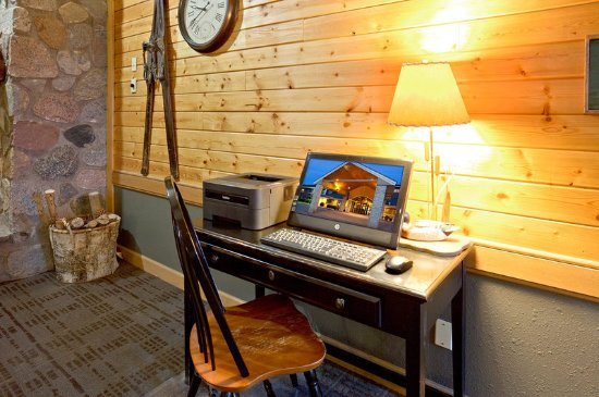 AmericInn Hotel & Suites Duluth South — Black Woods Convention Center: Americ Inn Duluth South Business Center