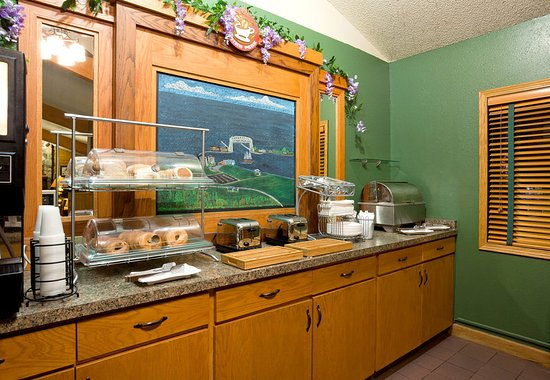 AmericInn Hotel & Suites Duluth South — Black Woods Convention Center: Americ Inn Duluth South Breakfast