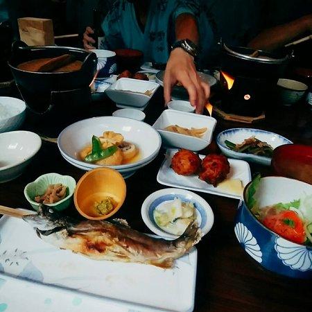 Lamp no Yado Aoni-onsen: 夕食。地元でとれたものを使っていて、食事前に丁寧にお料理の説明をしてくれます。