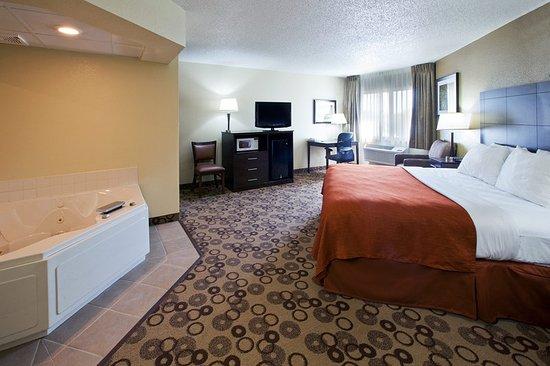 Americ Inn Cedar Falls King