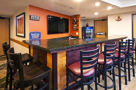 AmericInn Lodge and Suites Cedar Falls: Americ Inn Cedar Falls Bar