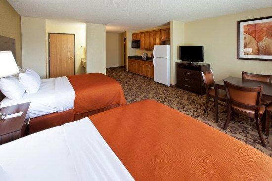 AmericInn Lodge and Suites Cedar Falls: Americ Inn Cedar Falls Queen Family