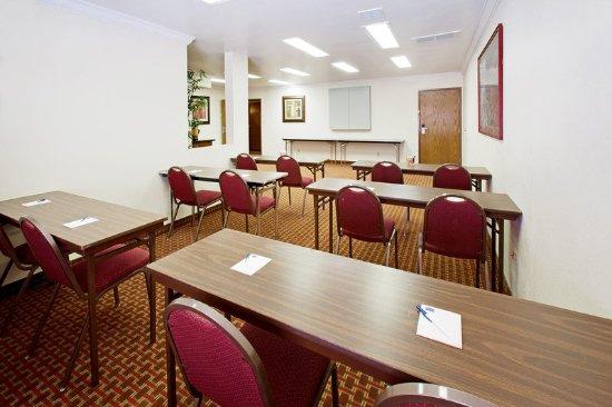 Americ Inn Johnston Meeting Room