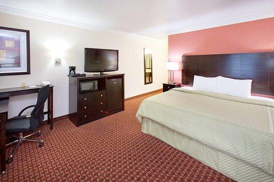 Americ Inn Johnston King Two Room Suite
