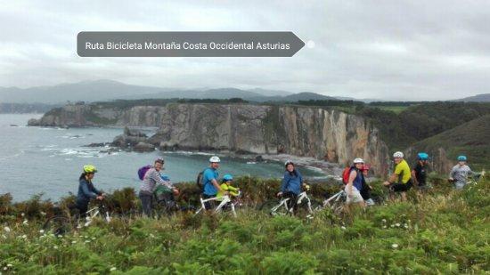 Навиа, Испания: Ruta en bici didáctica por la costa del occidente de Asturias, con fantásticas vistas.