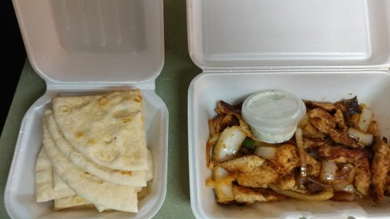 Warner Robins, جورجيا: Stir fry chicken and flatbread