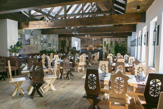 Restaurant casa tudor foto di casa tudor brasov for Progetti di casa tudor