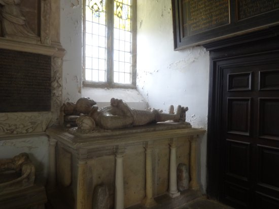 Wentworth, UK: Chest tomb