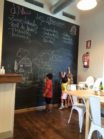 San Roque, Spain: d'Alicia Café · Los niños también se divierten