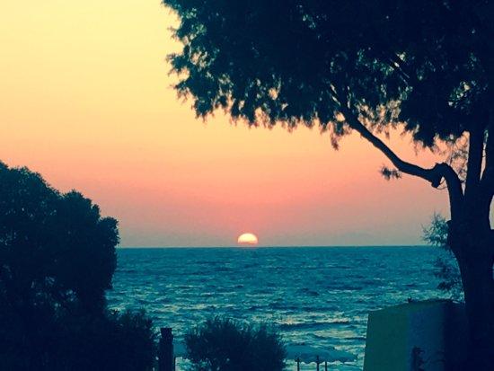 Sirene Beach Hotel: Vue montagne ou mer selon ses envies. Dans les 2 cas, prendre son déjeuner et l'apéro face à la