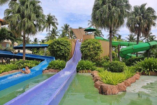 Shangri-La's Tanjung Aru Resort & Spa : 3 long water slides (for 100cm or above)