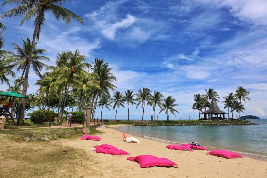 Shangri-La's Tanjung Aru Resort & Spa : Close to the beach
