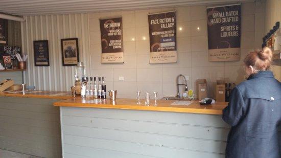 Mudgee, Australien: The yummy tasting counter.