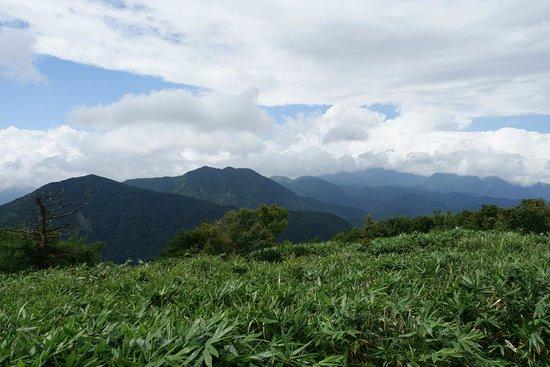 Chugoku, Japan: 山頂から中蒜山、上蒜山、雲に隠れた大山