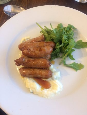 Mold, UK: Sticky Sausages for starter - these are amazing!