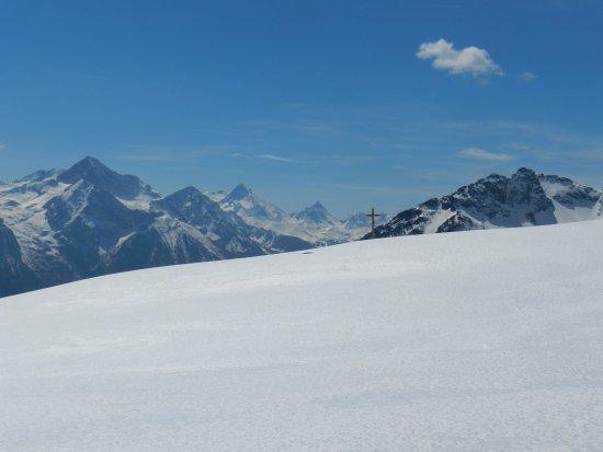 Vallone di Saint-Barthélemy: Panorami dalla pista con racchette da neve