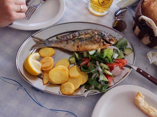 Gennadi, Griechenland: в таверне на пляже