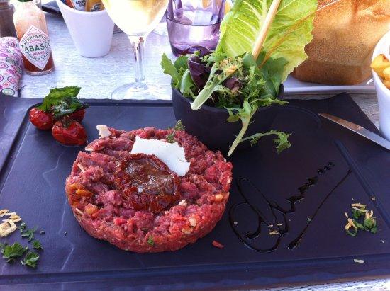 Vallauris Golfe-Juan, France : Tartare de boeuf à l'italienne et ses frites que l'on ne voit pas sur la photo
