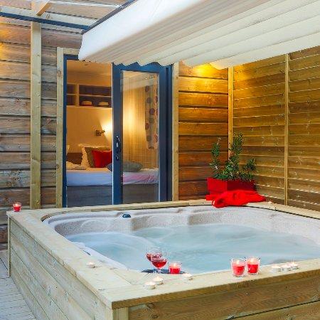 Cottage Prestige Avec Jacuzzi Privatif Picture Of Camping Signol
