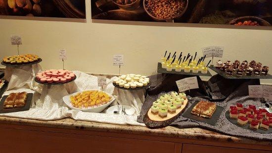 Excelsior Dolomites Life Resort: Indimenticabile buffet di Ferragosto
