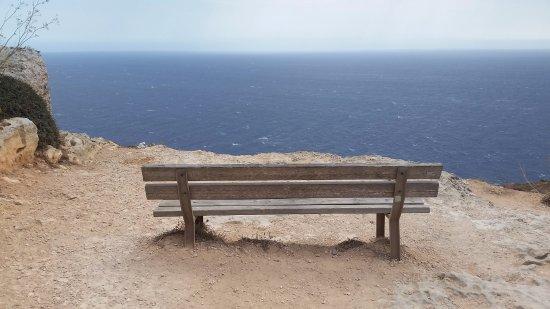 Dingli, Malta: A mi-chemin le long de la route, près de la chapelle