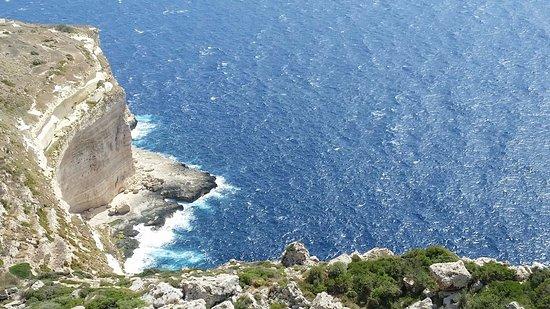 Dingli, Malta: Vue au niveau du sentier rocheux