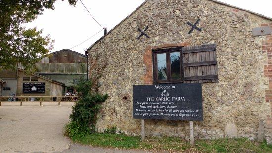 Newchurch, UK : Entrance to the garlic farm