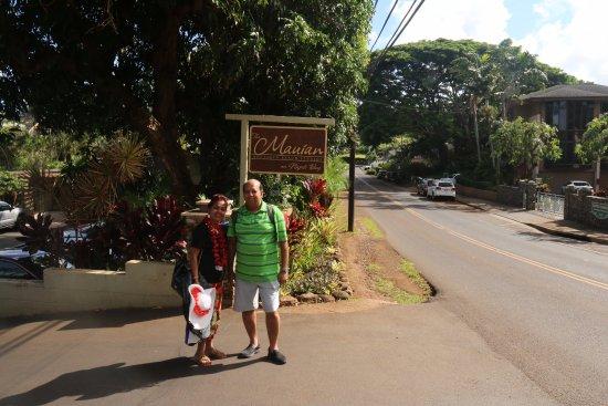 The Mauian Hotel on Napili Beach: Enteretcne to Hotel