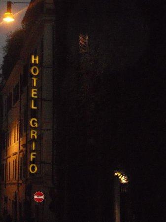 Hotel Grifo: L'entrata dell'hotel a pochi passi dal Colosseo