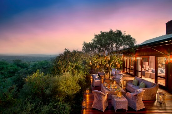 Kwandwe Private Game Reserve, South Africa: Kwandwe Ecca Lodge - guest outside lounge area