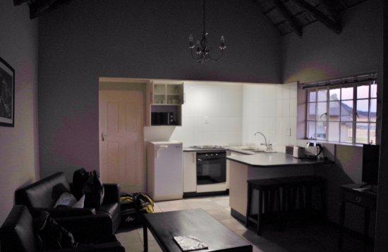 Bergville, Afrika Selatan: La cocina desde el salón