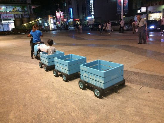 Hsinchu, Taiwan: 我們在巨城玩