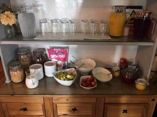 Belvedere House: Breakfast Bar