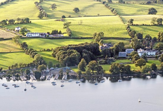 Watermillock, UK: Rampsbeck Restaurant on the shores of Ullswater