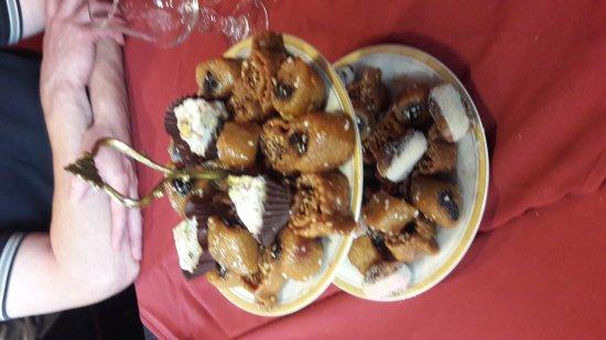 Saint Cyr l'Ecole, France: Excellent en effet. Le dessert clos un couscous méchoui qui m a ravivé mes babilles.  N hésitez