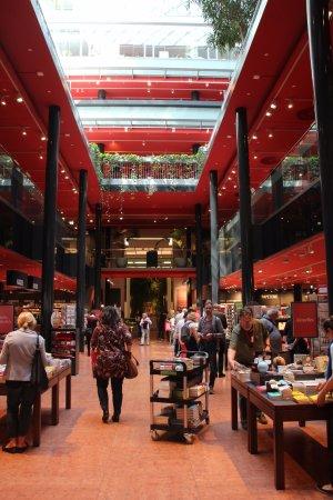 Dussmann das KulturKaufhaus: Eingangsbereich Erdgeschoss
