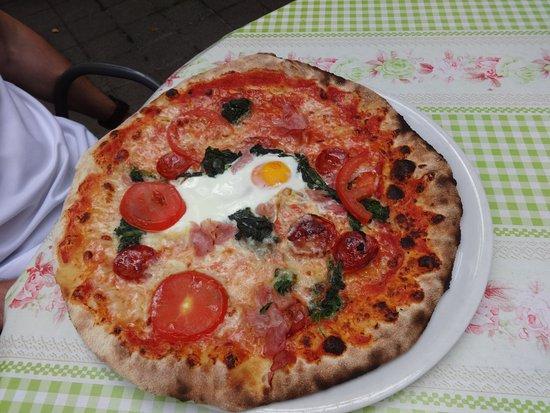 Collalbo, Italia: pizza