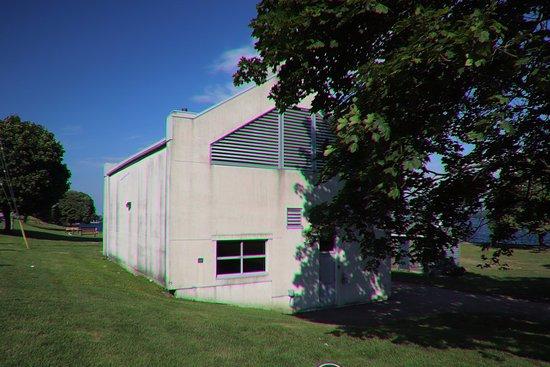 Brockville, كندا: An edifice at the Centeen Park