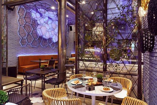 El jardin del eden barcelona el raval restaurant for Barcelona jardin