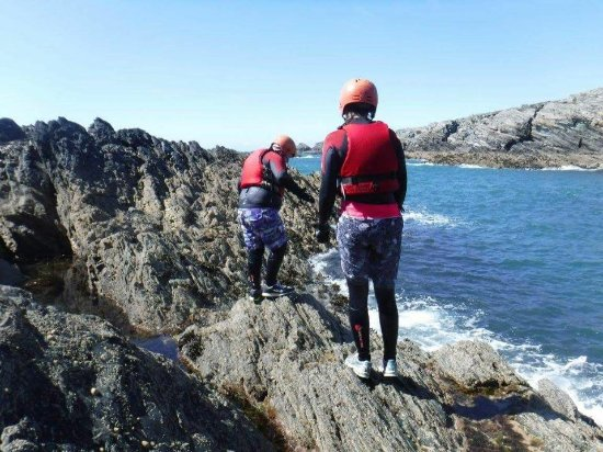 Waunfawr, UK: Coasteering