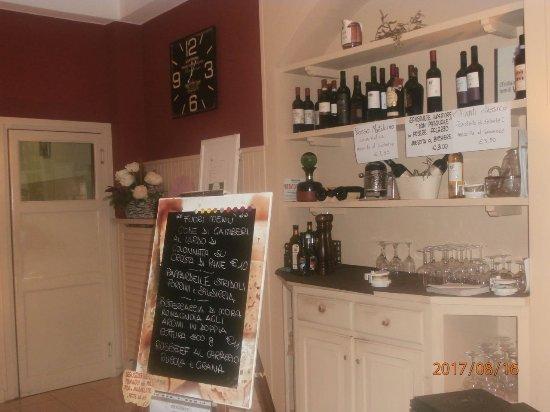 Credenza Da Ristorante : Credenza in legno laccato per ristoranti e alberghi idfdesign