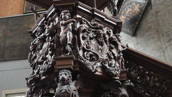 Saint Nicholas Church: Talla del púlpito