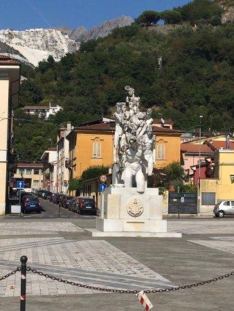 Monumento ai Caduti Del Marmo