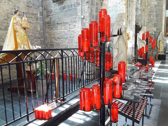 Saint Nicholas Church: VIRGEN Y VELAS.