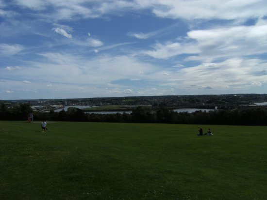 Strood, UK: Nearby seating with great view at park on Banks Road