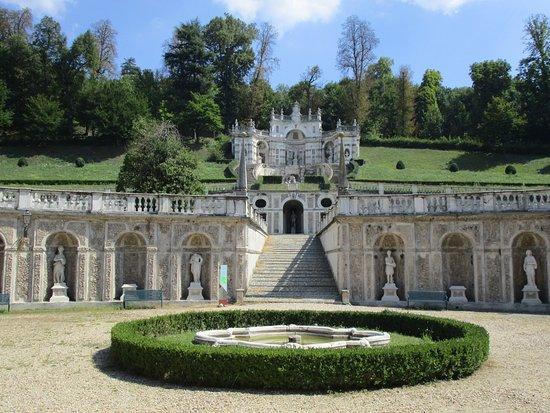 Fontana Giardino Pietra : Villa della regina fontane e scale in pietra del giardino bild