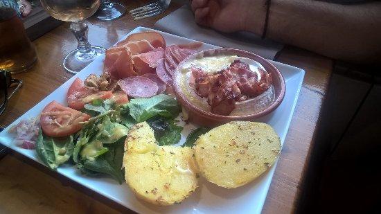 Bolquere, Frankrike: camenbert roti