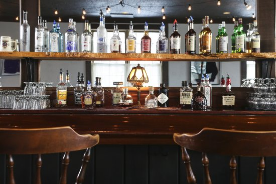 Williamstown, MA: Full-Service Bar at The Tavern at The Williams Inn